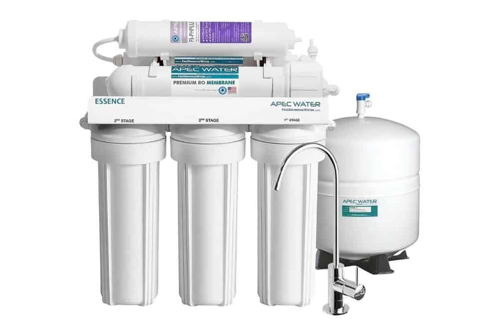 Softening aquarium water by a reverse osmosis unit